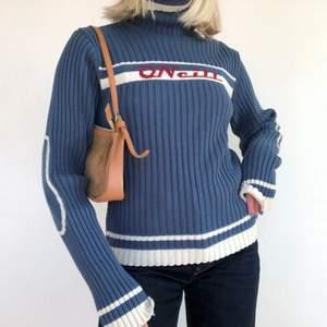 SÅLD! Vintage tröja från O'neill, verkligen 90s, Y2k vibe. Ullblandning. Strl 1.70 men passar XS-M utan problem! Fint skick! +frakt 66 kr 💫 Se även mina andra annonser, jag samfraktar gärna 💫