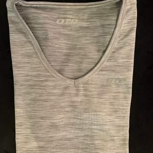 Fin tränings t-shirt från OTP, kommer inte till användning då den är för liten!! Den är som ny och nästan aldrig använd. 🏋️🏋️♀️