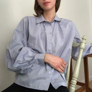 Här är min sååååå fina pastell/lavendellila skjorta, med puffärmar!!🕺
