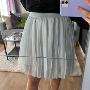 Kjol från na-kd, säljer för jag vill köpa nya 💕
