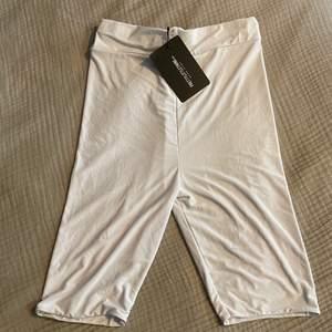 """Oanvända bike shorts från Pretty little thing. Väldigt slät och nästan """"glansigt"""" material. Köparen står för frakt 📦 Skick: 10/10"""