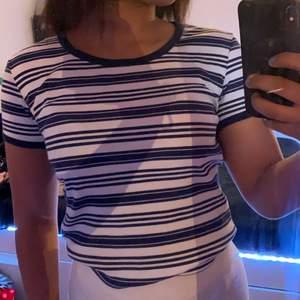 Jätte fin mjuk och bekväm T-shirt, jätte fin till sommaren. Välanvänd, säljs pågrund av att jag tröttnat på den. Men väldigt fin💓💓💓