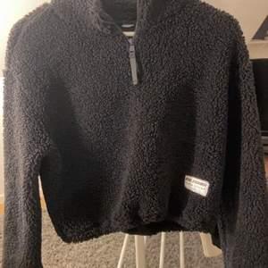 Lurvig tröja från hm i storlek xs använd fåtals gånger pris:100