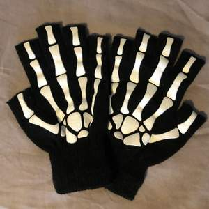 Skelett Fingervantar i nyskick!