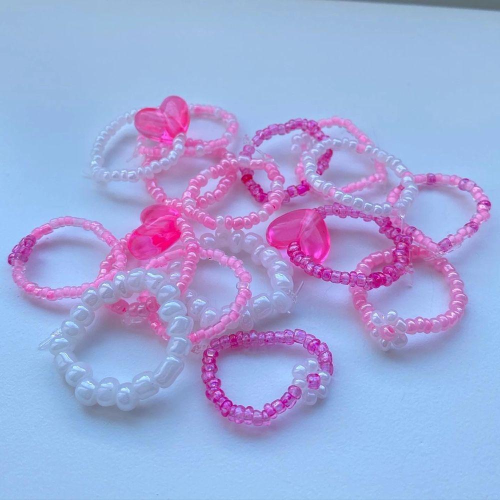 Super söta handgjorda ringar💗 Dessa ur gulliga ringar är perfekta inför sommaren!! Gjorda av elastisk tråd, passar därmed alla.🤍 Kan även göra ringar i andra färger och former!! Skicka privat vid frågor eller intresse!! Köp många för paketpris!! 10-20kr/st🤍🤍🤍. Accessoarer.