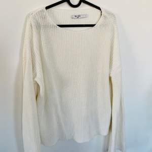 Fin tröja från NAKD, använd typ 3 gånger (har sån vid ärm, trumpetarn) jätte fin passform.