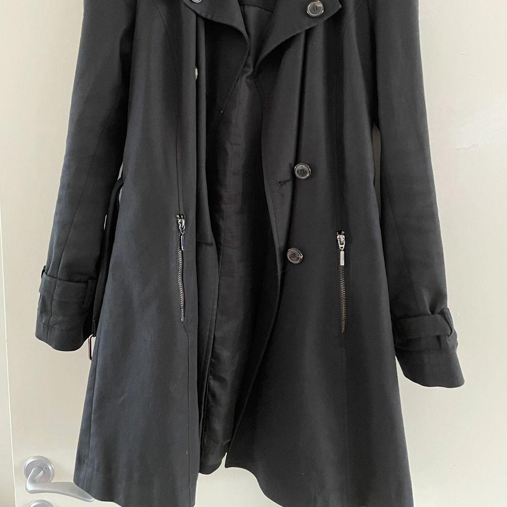 Coat only worn a few times, good shape . Jackor.
