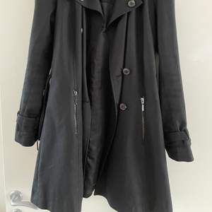 Coat only worn a few times, good shape