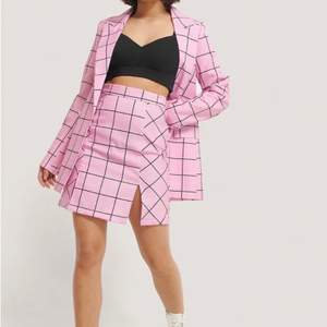Blazer & Skirt set in perfect condition, never used. Bought for 499kr (Blazer) and 399kr (skirt) both size EU40. Shipping is not included in the prize you will have to pay for that as well if you want it shipped. Id someone wants to buy either only the skirt or only the blazer you can contact me.