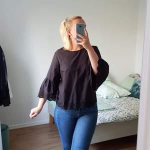 Romantisk blus från H&M. ALDRIG använd så i utmärkt skick!