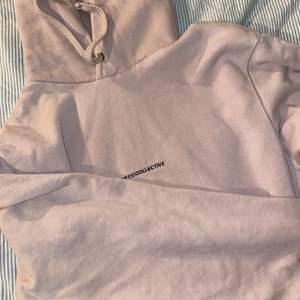 Intressekoll på min fina hoodie från junkyard. Den är använd max 3 gånger, som ny. Ordinarie pris är 800kr. Strl S