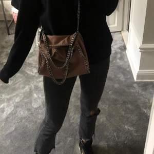 Jeans köpta av @claracoolasellout på instagram. Tyvärr kommer det ej till använding. Stolek 34 men passar 36 också!