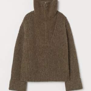 SÅLD As cool och trendig tröja med dragkedja💗 köpare står för frakt! Nypris 600kr, buda eller köp direkt för 300. HÖGSTA BUD: 150kr