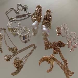 Säljer dessa smycken vissa är från nakd och har ej använts 1st = 60kr   2 = 90kr     3 = 120kr  plus frakt obs! Två smycken har färgat av sig lite, det märks dock inte om man inte kollar noggrant