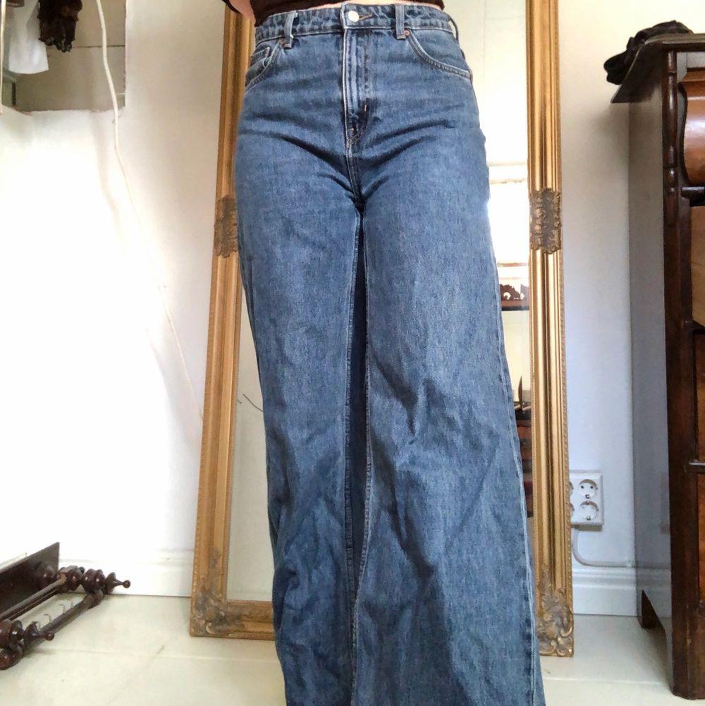 Jeans från weekday i modellen ace, färgen ohio blue! Så snygga. Jeans & Byxor.