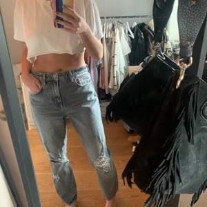 Super snygga jeans från hm storlek 38, mer som en 36! Använda en gång och är i nyskick. Slutsålda på hemsidan! Säljer ändrat vid bra bud! Buda i kommentarerna❗️ (buda bara om du tänkt köpa) 🥰🥰