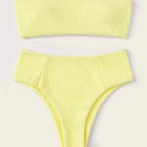 Gul bandeau bikini! Storlek M men passar mig som vanligtvis är en S. Aldeig använd och säljer pga råkade köpa 2 st!