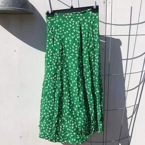 Midikjol från H&M, perfekt till sommaren!!
