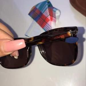 Äkta helt nya gant solglasögon oanvända!