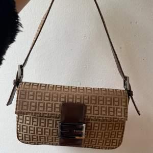säljer min fina Fendi väska, bra kvalitet 💖