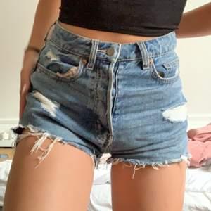 jeansshorts från hm storlek 36 pris 65kr+frakt