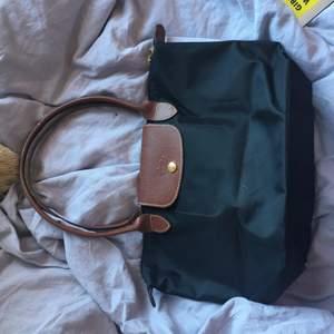 Svart äkta longchamp väska, endast använd ett fåtal gånger