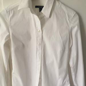 Helt oanvänd GANT skjorta. Den är tyvärr för liten och har inte kommit till användning.