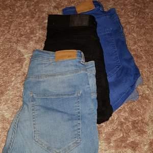 Har tre par jeans shorts från ginatricot i storlek 38 och dom är stretchiga, kontakta mig för vidare frågor och bilder på dom!💕😊
