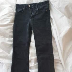 Säljer dessa populära jeansen från zara. Perfekta till våren. Storlek 36 men sitter som en 34/36 Frakt tillkommer