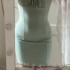 Super fin klänning från Shein som aldrig är använd, nypris 109kr. 60kr+frakt💞 Stolek XS/S