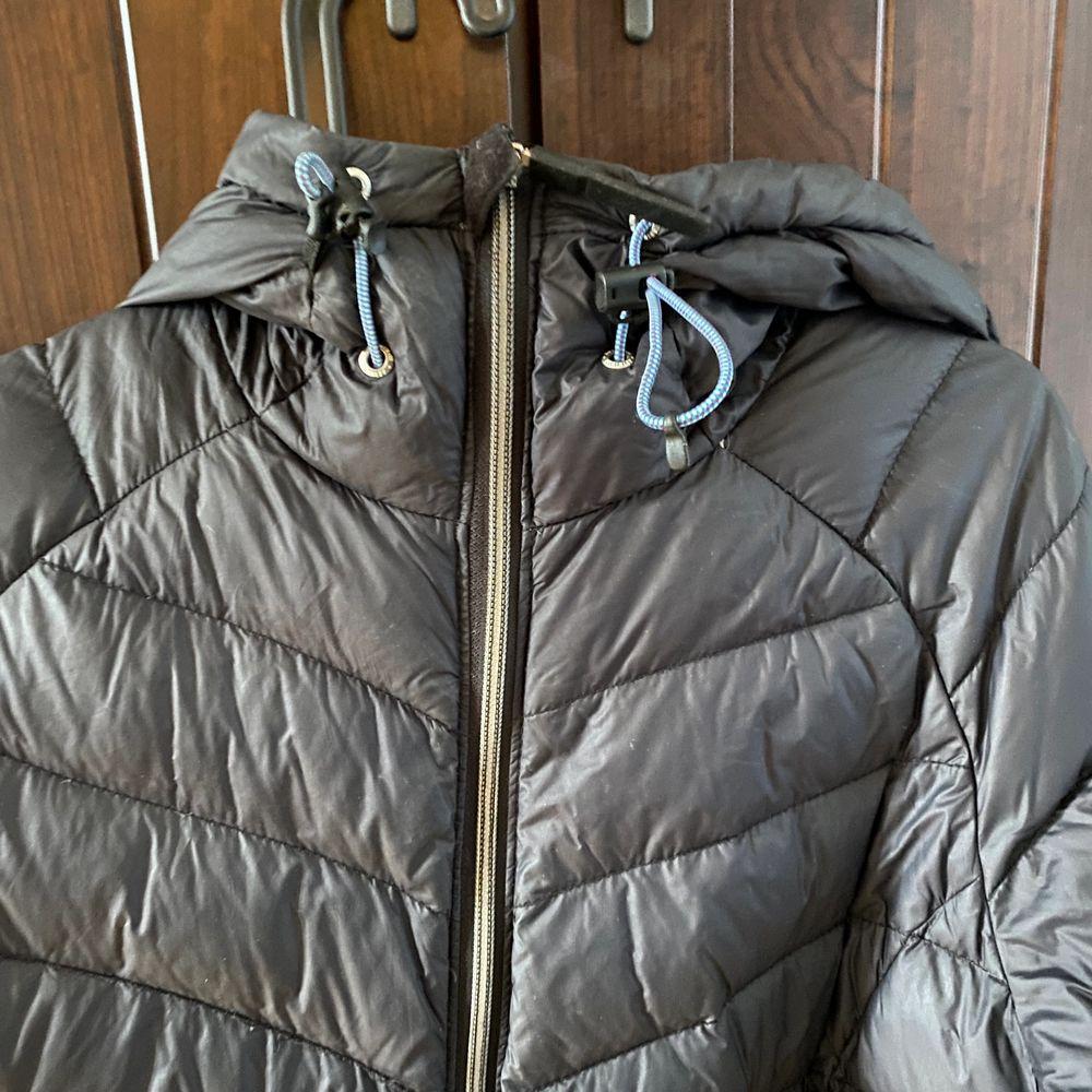 Säljer min svarta tjocka dun/vinter jacka från McKINLEY då den aldrig kommer till användning! I fint skick!. Jackor.