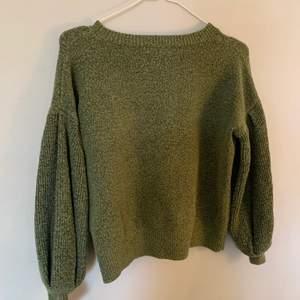 Säljer min gröna stickade tröja med ballong ärmar super fin kvalite