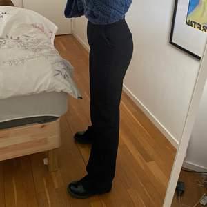 Svarta kostymbyxor från NAKD!🧸