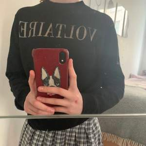 Säljer min jättefina Zadig tröja. Knappt använd men lite för liten därför säljer jag. Köpt på farfetch för 900kr säljer för 350❤️