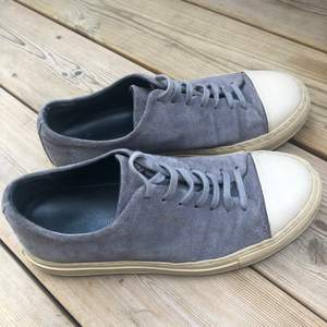 Gråa Axel arigato skor