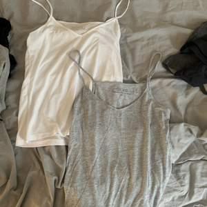 Två basic linnen från bikbok. Tunna och sköna. Köpare står för frakt. 35kr/styck 60 för båda. Köpare står för frakt