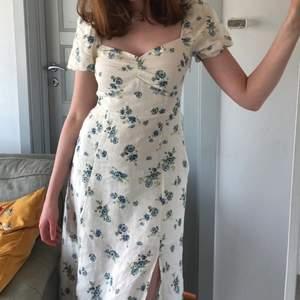 Supersöt klänning från &Other Stories, strl 36 💘 Använd några få gånger, superfint skick! Köpt för 990kr
