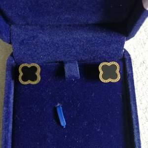 Fyrklöver örhängen som är använd endast 1 gång ♣️