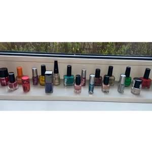 Dessa fina nagellack finns kvar! 5kr styck! Eller köp alla 19 nagellack för 80kr+ frakt💕