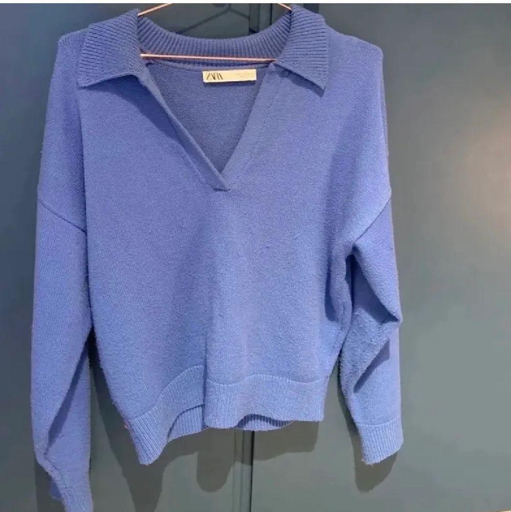 Gullig tröja ifrån Zara!💕 perfekt t hösten och vintern! Strolek L men passar mig bra som oftast har S🙌🏼  bud på 280!. Stickat.