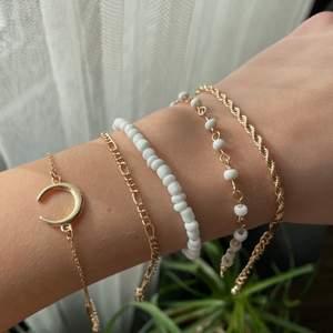 Säljer mina fina nya armband, helt oanvända, frakt tillkommer på 12kr. 💓 alla sålda förutom det andra armbandet