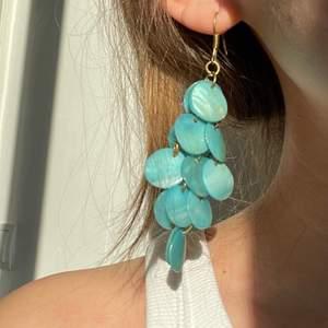 Turkosa örhängen från Zara. Frakt kostar 12kr