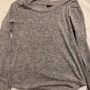 Superskön tröja i från bikbok som jag använt en gång i storlek S.