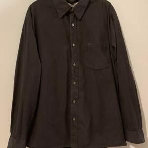Herr skjorta i storlek s, fin skick, finns hämta i Stockholm, kan även skicka via post