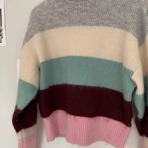 Mysig, varm stickad tröja från hms lite dyrare avdelning (bra material). 150 +frakt och kan skicka postbevis!😇 Pris diskuterbart.