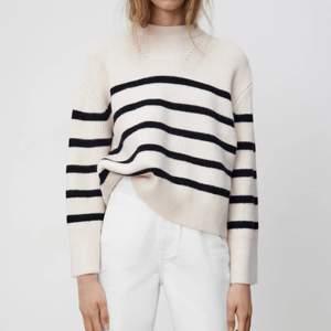 Säljer denna populära och slutsålda stickade tröjan ifrån Zara. Helt ny med taggar på. Storlek M. Budgivning sker privat. Startpris 400kr. Köpare står för frakt☺️💓