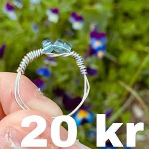 En supersnygg ocean ring som passar till allt. Kostar endast 20 kr och storleken anpassas till kunden. Hoppas att någon är intresserd!
