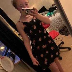En somrig klänning perfekt för tex skolavslutning