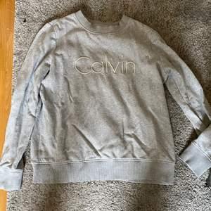Grå sweatshirt inte använt så mycket