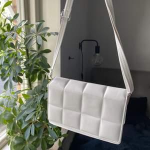 Väska från shein. Aldrig använd. Köpare står för frakten.